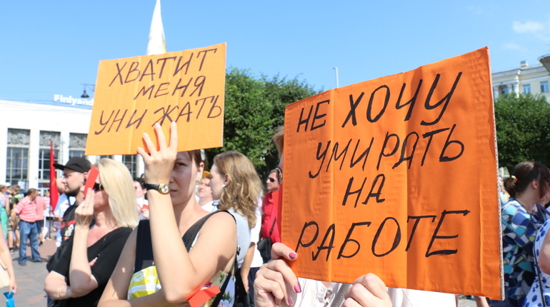 Очередная порция санкций и снижение курса рубля оказали заметное влияние на петербуржцев. Но не на всех и не сильное, настаивают ученые из СПбГУ.