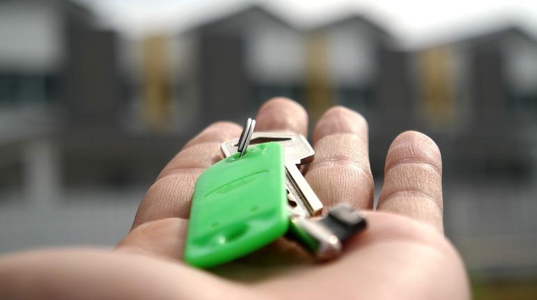 В Ленинградской области 175 молодых семей получили социальные выплаты на покупку или строительство жилья.