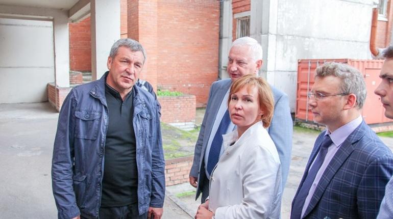 Албин и Митянина проверили ремонт петербургских больниц