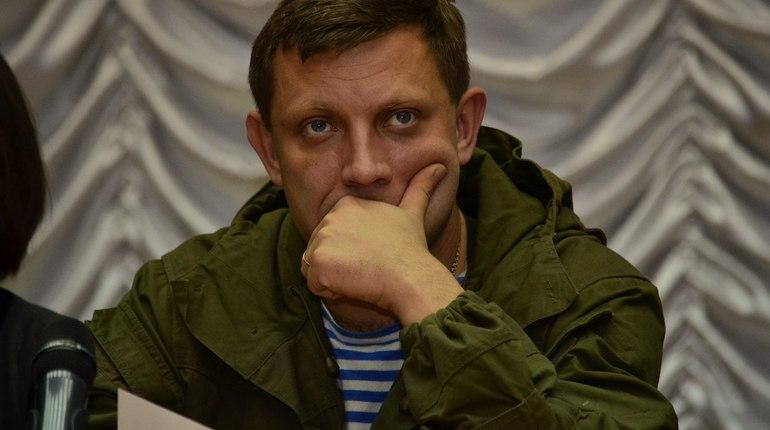 Бомба, которая сработала в кафе в Донецке, находилась в светильнике рядом со столом, где сидел глава самопровозглашенной Донецкой народной республики Александр Захарченко. Об этом сообщил журналистам его советник Александр Казаков.