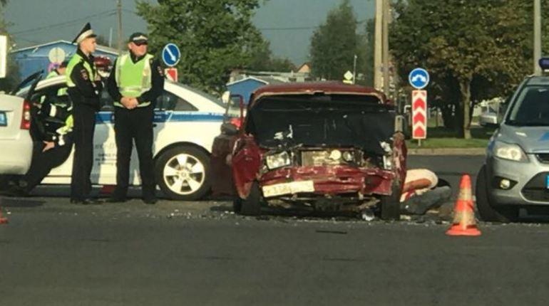 В сети обсуждают серьезное дорожно-транспортное происшествие, случившееся сегодня утром в Колпинском районе Петербурга. Погоня за