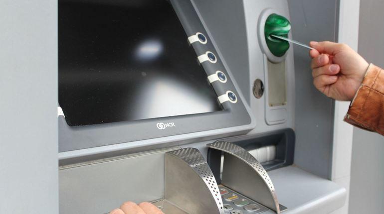 Банкоматы перестали принимать купюры в 5000 из-за махинаций с фальшивками