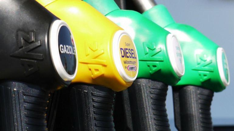 В Петербурге поймали продавца 175 тысяч литров нелегального топлива