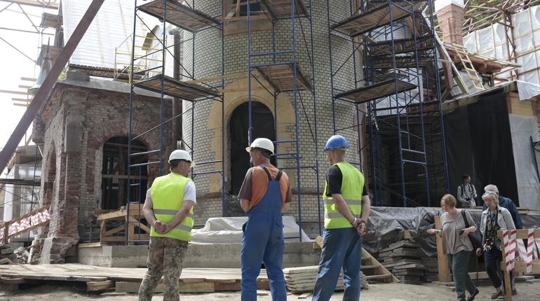 Петербургские градозащитники не стоят на месте. С недавних пор они решили бороться не только за сохранение, по их словам, культурного наследия, но и с экспертами, мнение которых их не устраивает.