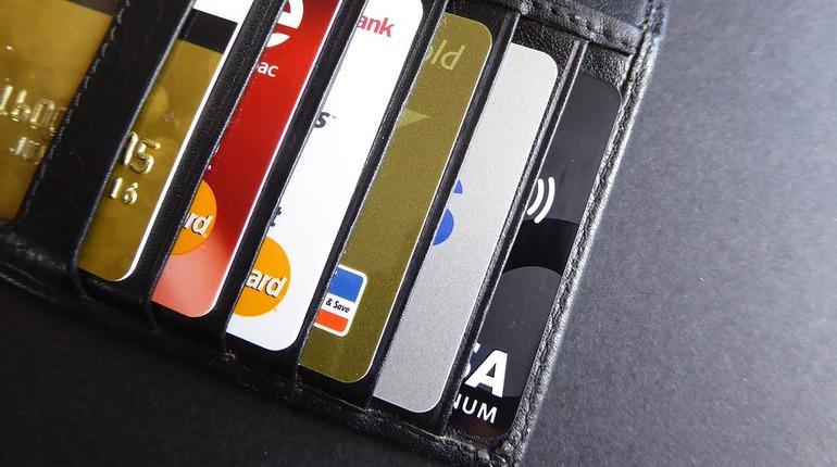 Мошенники в России придумали новую схему кражи денег с банковских крат.