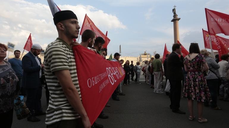 Сотни петербуржцев прошли в строю в память о жертвах блокады Ленинграда