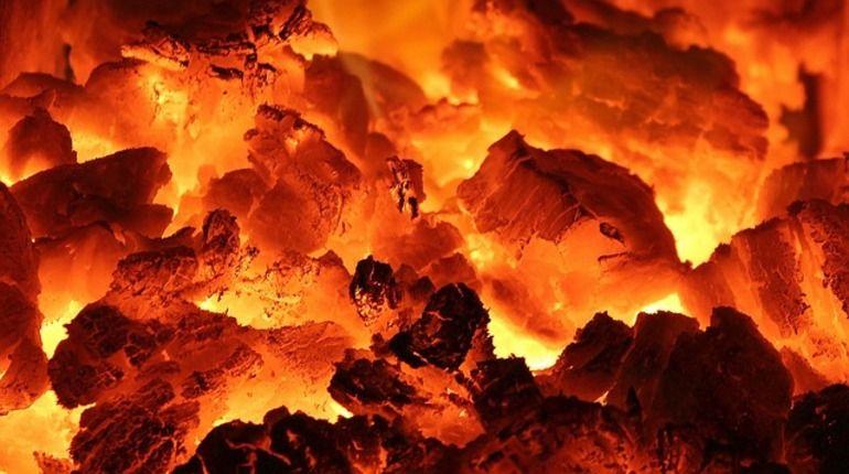 После пожара в Ленобласти нашли труп с куском ножа под ключицей
