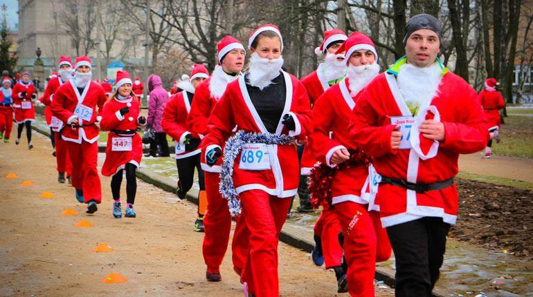 Тысячи Дедов Морозов пробегутся по Петербургу