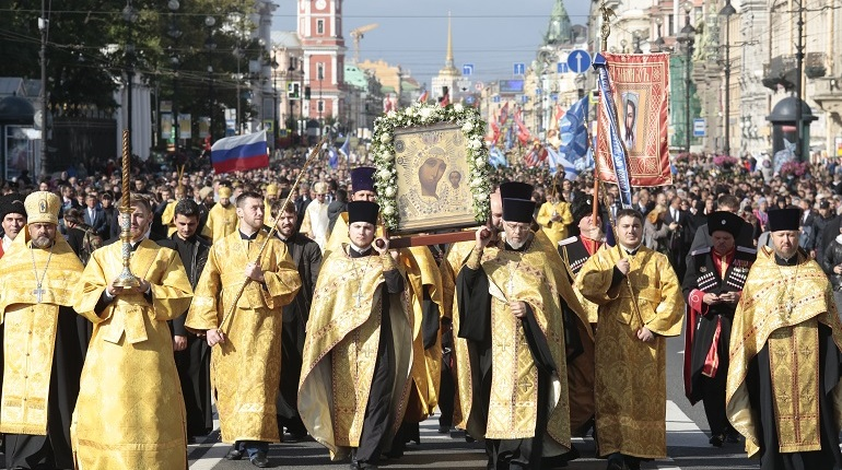 В Санкт-Петербурге прошел Крестный ход Прихода храма преподобного Серафима Саровского.