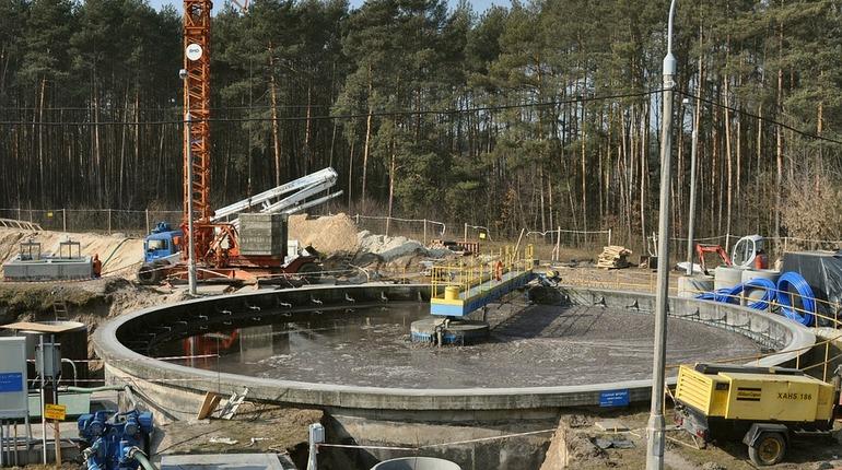 Небольшая фирма из петербургского Павловска затормозила строительство и реконструкцию канализационного коллектора в крымском Симферополе, ценой свыше 11 млрд рублей, подав жалобу в ФАС России.