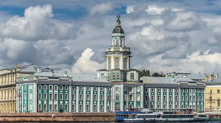 Некоторые музеи на Васильевском острове Санкт-Петербурга 15 сентября примут посетителей бесплатно.