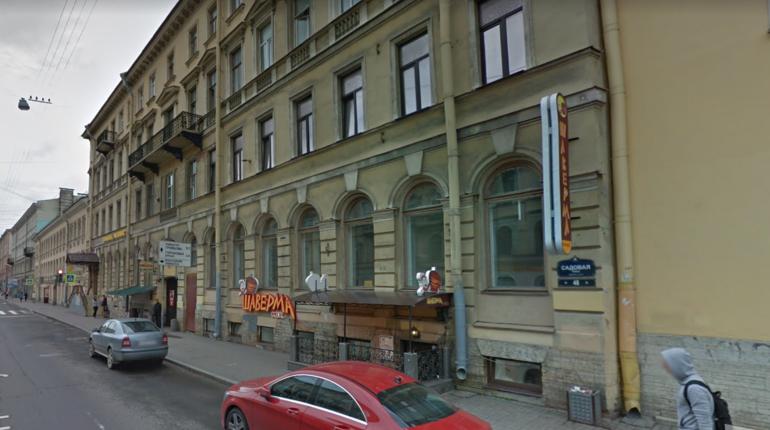 В Адмиралтейском районе Санкт-Петербурга Opel Astra наехал на женщину, идущую по тротуару.
