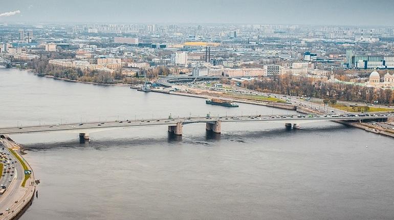 На мосту Александра Невского в Петербурге из-за дорожных работ поменяются маршруты троллейбусов №1 и №22.