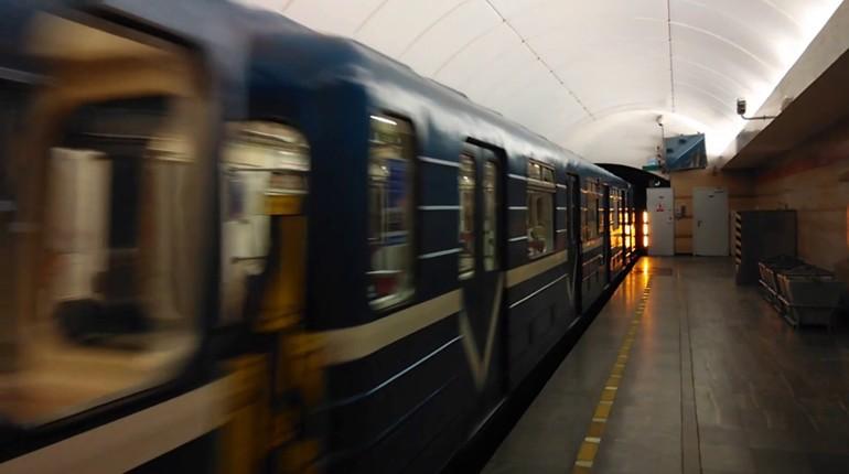 Смольный отменил конкурс на корректировку проекта строительства оранжевой ветки метро в связи с отсутствием подрядчика на выполнение задания за 11 млн рублей.