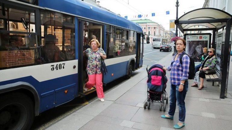 На Тульской улице в Петербурге закроют движение троллейбусов в направлении от Суворовского проспекта к Большеохтинскому мосту.