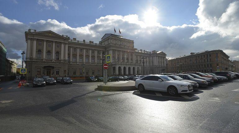 УФАС повторно обвинило парламент Петербурга внезаконном договоре нааренду авто