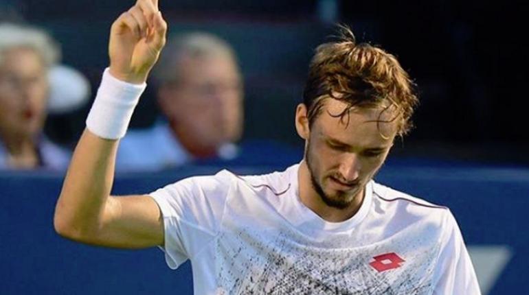 Даниил Медведев обыграл португальца Жуана Соузу на теннисном турнире в Петербурге - 6:4, 6:1.