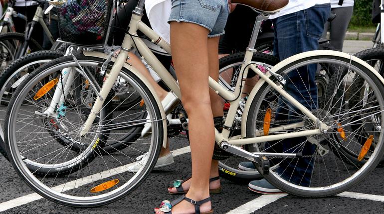 Во Всемирный день без автомобиля, 22 сентября, жители Петербурга смогут бесплатно провести велосипед в пригородном поезде.
