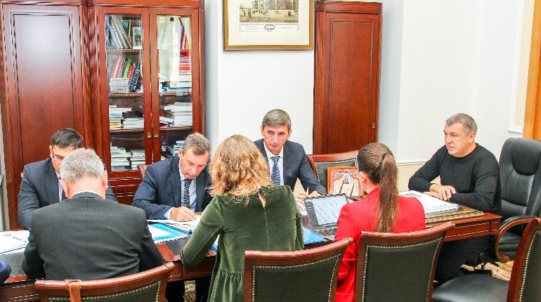 Совещание по вопросу развития велосипедной инфраструктуры с участием вице-губернатора Игоря Албина прошло 19 сентября в Смольном.