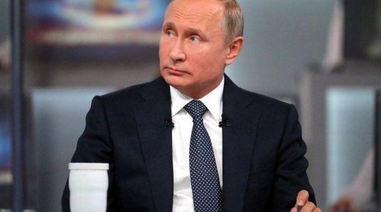 В парке «Патриот» в Москве президент РФ Владимир Путин осмотрел галерею для снайперской стрельбы стрелкового центра концерна