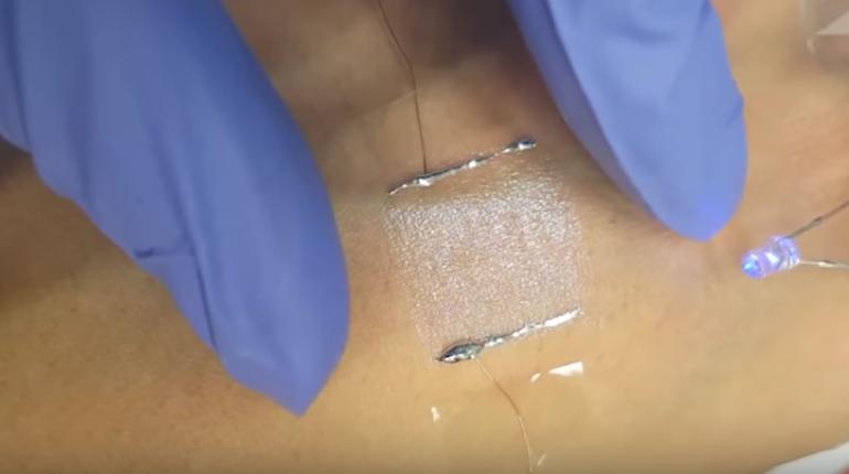 Сотрудники Национального института науки и технологий в южнокорейской Ульсане превратили человеческую кожу в  наномембрану, способную заменить микрофон или динамик.