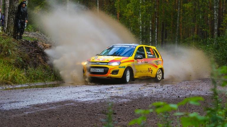 Чемпионат Петербурга по автомобильному ралли ограничит движение в городе с 21 по 22 сентября. Об этом сообщили в пресс-службе Комитета по развитию транспортной инфраструктуры.