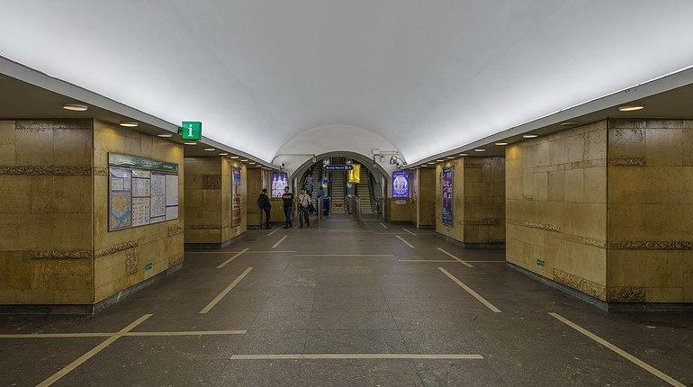 В Петербурге закрыли на проверку станцию метро