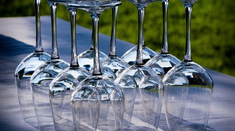 В Петербурге изъяли 300 литров незаконного алкоголя