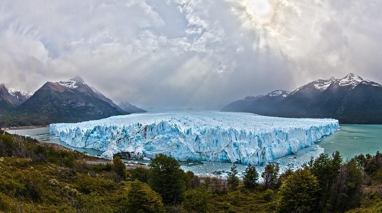 Арктический ледник Купол Вавилова ускорился до 25 метров в сутки и начал стремительно таять, в течение года он потерял четыре с половиной кубических километров льда.