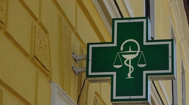 В Петербурге задержали местную жительницу, которая обчистила аптеку на проспекте Просвещения. Ее добычей стали 6,7 тысяч рублей.