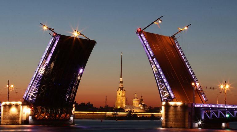 Чаще всего в Москву переезжают жители Петербурга, как бы странно это не звучало: все-таки город на Неве считается второй российской столицей.