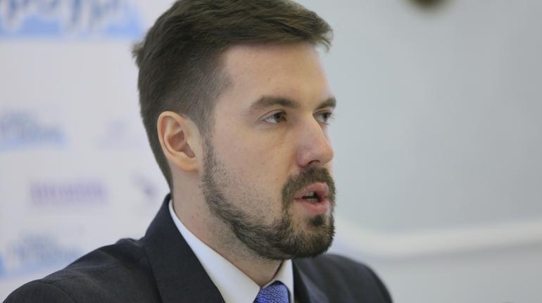 На заседании правительства глава комитета по финансам Санкт-Петербурга Алексей Корабельников рассказал об изменениях и дополнениях в закон о бюджете Петербурга на 2018 год и на 2019 - 2020 годы.