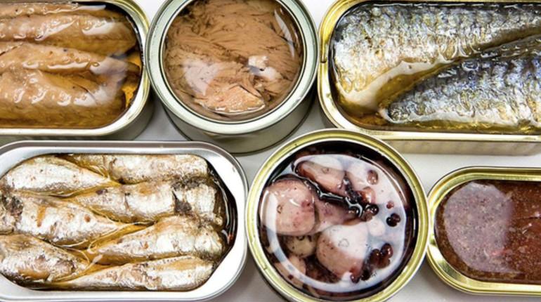 Роскачество завершило масштабное исследование лососевых консервов. Эксперты изучили рыбу от 23 производителей, оценив ее по 38 показателям качества, а также проверили, действительно ли в консервной банке лежит та рыба, которая указана на упаковке.