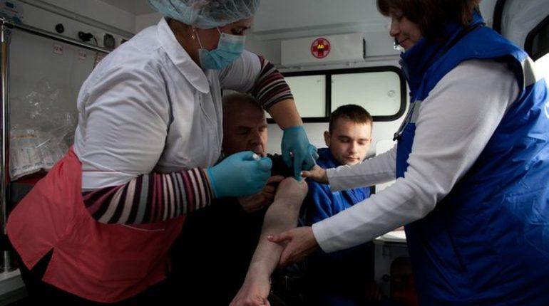 Прививку от гриппа поставили 700 тысячам петербуржцев