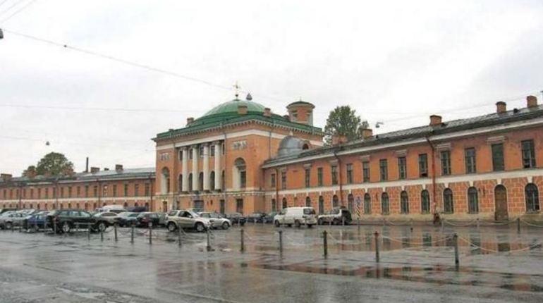 ЗакС поддержал запрос Ковалева о передаче Конюшенного ведомства