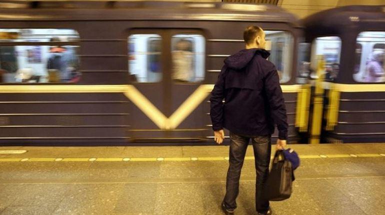 В три часа дня станцию метро «Удельная» закрыли после обнаружения бесхозной сумки на платформе. На проверку подозрительного предмета потребуется некоторое время, но о возобновлении работы станции 27 сентября пока ничего не сообщается.