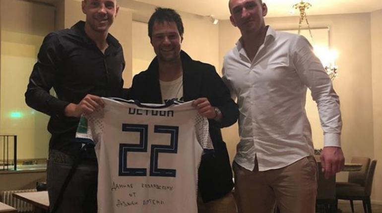 Дзюба подарил Козловскому свою футболку