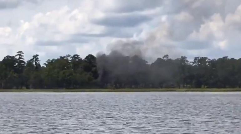 В Интернете опубликовали кадры с места крушения истребителя пятого поколения F-35B Южной Каролине.