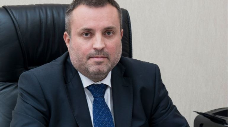 Экс-замглавы Комстроя отправили под домашний арест за взятку в 20 млн