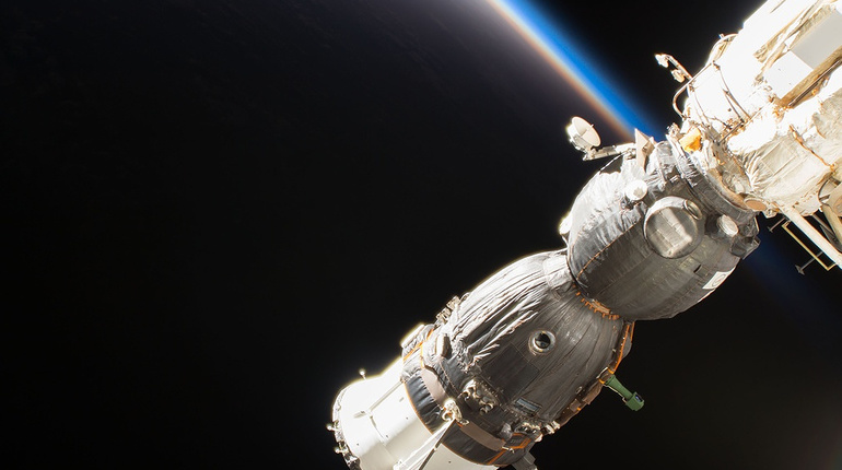 Роскосмос рассматривает возможность повреждения «Союза» на борту МКС