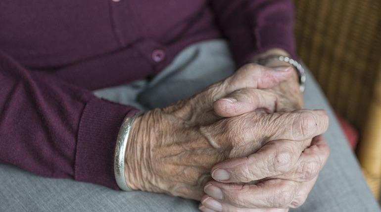 Пожилая жительница Купчино лишилась более 5 тыс. рублей после похода в магазин
