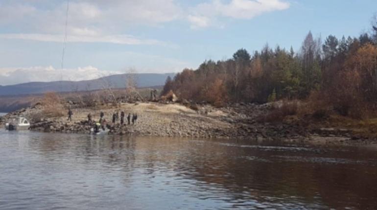 Спасатели нашли два тела после крушения вертолета в Иркутской области