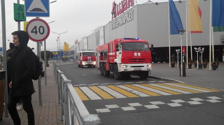 «МЕГА Дыбенко» эвакуировали по плану