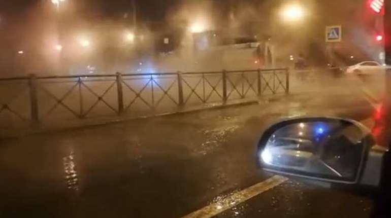 Бассейную улицу заливает кипятком