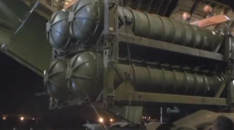 Министерство обороны России обнародовало кадры выгрузки в Сирии зенитно-ракетных комплексов (ЗРК) С-300.