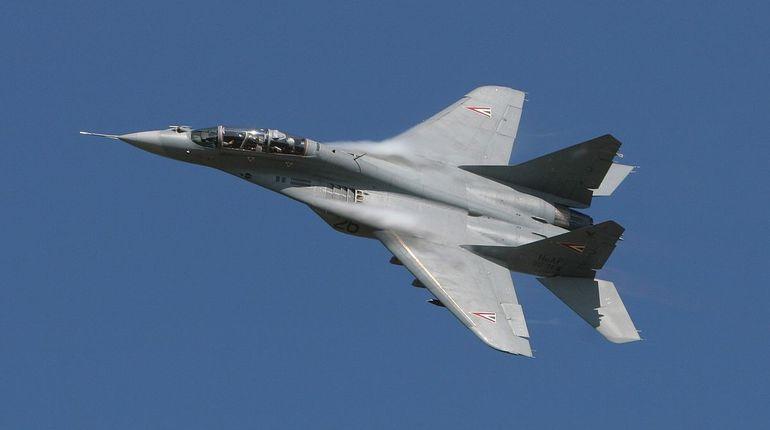 В Коломенском районе Московской области утром 5 октября разбился истребитель МиГ-29. Разрушений на земле и пострадавших при крушении нет.