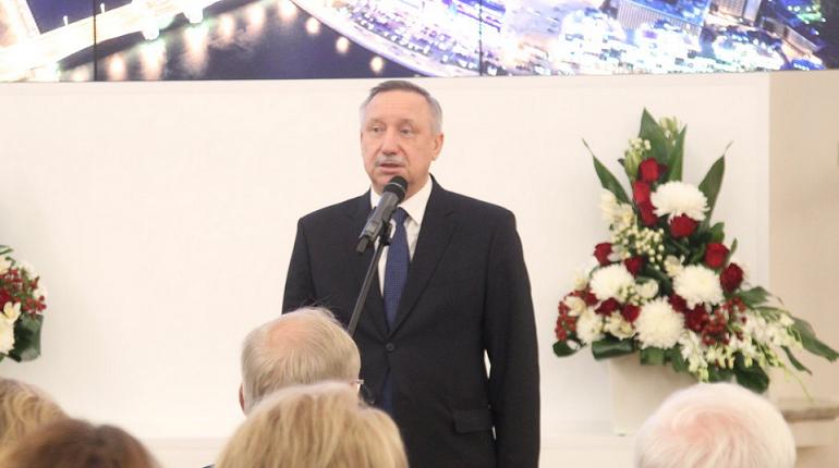 Исполняющий обязанности губернатора Александр Беглов вручил педагогам награды