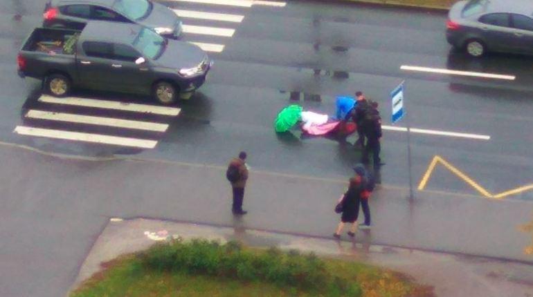 В Петербурге на пересечении улицы Чайковского и Чернышевского проспекта 6 октября иномарка сбила перебегавшего дорогу человека.