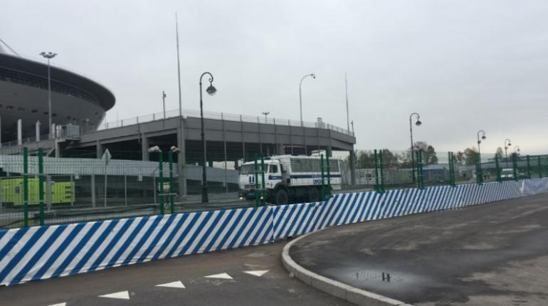 Перед матчем «Зенита» к стадиону на Крестовском подогнали автозаки