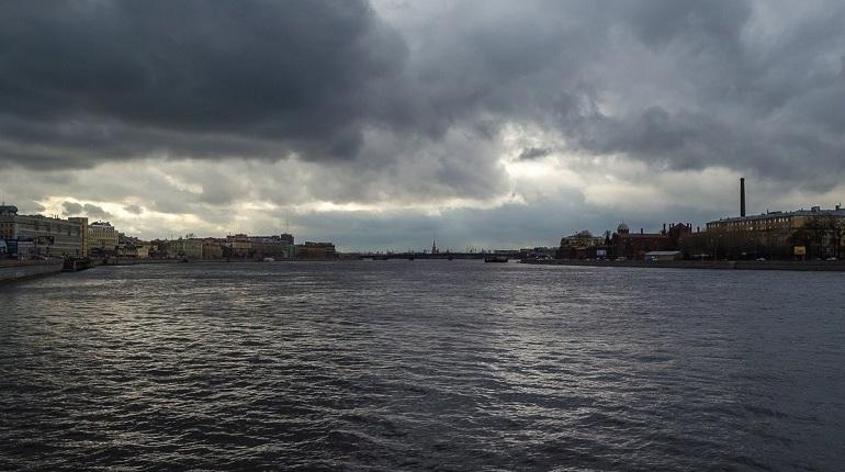 Высокая облачность без осадков ожидается в понедельник, 8 октября, в Петербурге, сообщили в городском Гидрометцентре.